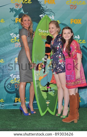Cameron Diaz (left), Sofia Vassilieva & Abigail Breslin at the 2009 Teen Choice Awards at the Gibson Amphitheatre Universal City. August 9, 2009  Los Angeles, CA Picture: Paul Smith / Featureflash - stock photo