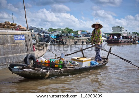 CAN THO,VIETNAM-APRIL 14: Cai Rang Floating Market, 6km from Can Tho, most famous and biggest floating market in Mekong Delta with hundreds of boats packed on April 14, 2012 in Can Tho, Vietnam. - stock photo