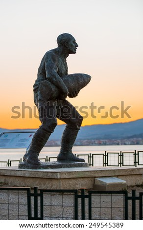 CANAKKALE - TURKEY - OCTOBER 21: Statue of Seyit Onbasi on October 21, 2014 in Canakkale, Turkey - stock photo