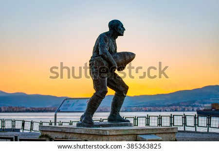 CANAKKALE - TURKEY - OCTOBER 21: Statue of Seyit Onbasi on October 21, 2014 in Canakkale, Turkey - stock photo