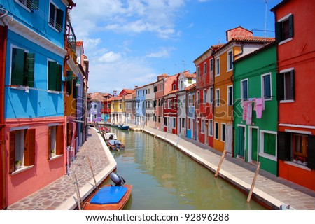 Canal with boats and colorfull houses