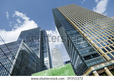 Canary Wharf is a large business and shopping development in East London.Rivalling London's traditional financial centre. This view contains the UK's tallest buildings:One Canada Square 235 m(770 ft),