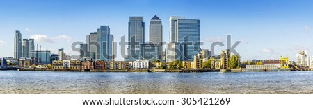 Canary Wharf panoramic view from Greenwich.Includes: Credit Suisse, Morgan Stanley, HSBC Group Head Office, Canary Wharf Tower, Citigroup Centre, One Churchill Place(Barclays), Riverside apartment.  - stock photo