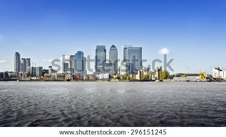 Canary Wharf view from Greenwich. This view includes: Credit Suisse, Morgan Stanley, HSBC Group Head Office, Canary Wharf Tower, Citigroup Centre, One Churchill Place and Riverside apartments.  - stock photo