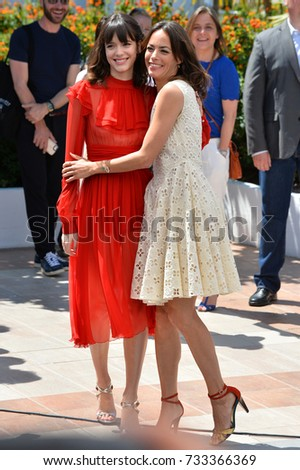 "CANNES, FR - May 21, 2017: Stacy Martin & Berenice Bejo at the photocall for ""The Formidable"" (Le Redoutable) at the 70th Festival de Cannes"