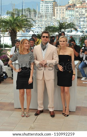 """CANNES, FRANCE - MAY 20, 2009: Brad Pitt with Diane Kruger & Melanie Laurent (left) at the photocall for their new movie """"Inglourious Basterds"""" in competition at the 62nd Festival de Cannes. - stock photo"""