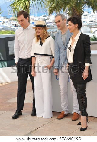 "CANNES, FRANCE - MAY 23, 2014: Chloe Grace Moretz, Juliette Binoche, Lars Eidinger & director Olivier Assayas at photocall for their movie ""Clouds of Sils Maria"" at the 67th Festival de Cannes."