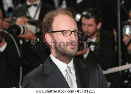 CANNES, FRANCE - MAY 21: Director Steven Soderbergh departs the 'Che' premiere at the Palais des Festivals during the 61st International Cannes Film Festival on May 21, 2008 in Cannes, France