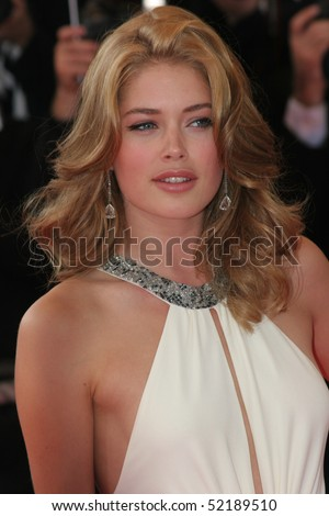 CANNES, FRANCE - MAY 19: Doutzen Kroes attends the premiere of the movie 'No Country For Old Men' at the Palais des Festivals during the 60th Cannes Film Festival on May 19, 2007 in Cannes, France.