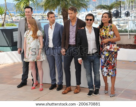 "CANNES, FRANCE - MAY 16, 2014: LtoR: Kevin Durand, Mireille Enos, Scott Speedman, director Atom Egoyan & Rosario Dawson at the photocall for their movie ""Captives"" at the 67th Festival de Cannes."