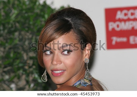 CANNES, FRANCE - MAY 19: Singer and actress Beyonce Knowles attends the 'Dreamgirls' premiere at the Martinez Hotel during the 59th International Cannes Film Festival May 19, 2006 in Cannes, France