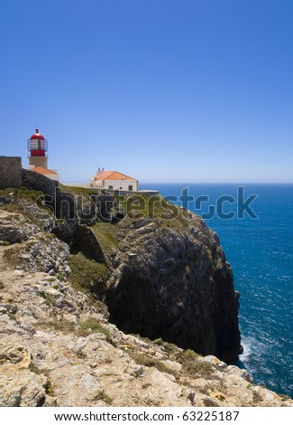 """Cape Saint Vincent's """"Sao vicente"""" old lighthouse, at the southwestern end of Europe, Sagres, Algarve, Portugal, home of Henry the navigator, and the Portuguese """"Man of war"""" XVI century vessels - stock photo"""