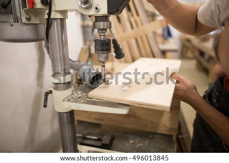 carpenter drilling a Board