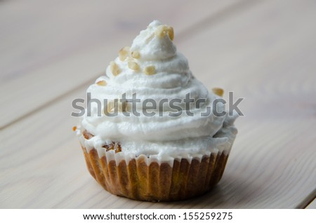 Carrot cupcakes with meringue