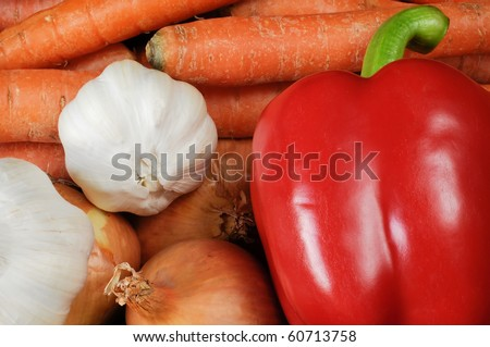 carrots, onions, red pepper and garlic side by side