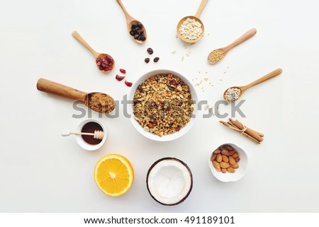 Cashew nuts, raisins, oats, honey, coconut, almonds, cinnamon, orange and seeds