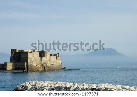 """Castlel dell'Ovo, or """"Egg Castle"""" middle aged fortress in the Bay of Naples with Vesuvius behind, Italy - stock photo"""