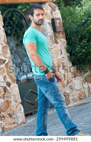casual man walking with his hand in his pocket
