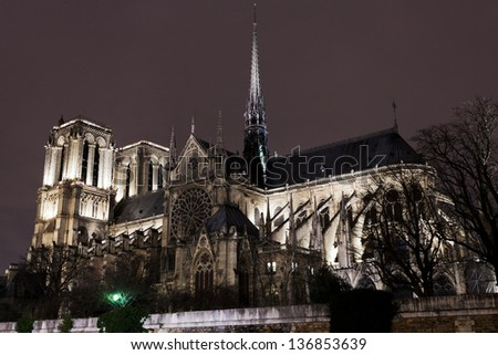 cathedral Notre-Dame de Paris at night