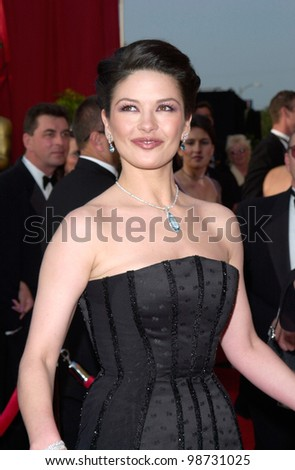 CATHERINE ZETA-JONES at the 73rd Annual Academy Awards in Los Angeles. 25MAR2001.   Paul Smith/Featureflash - stock photo