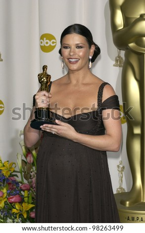CATHERINE ZETA-JONES at the 75th Academy Awards at the Kodak Theatre, Hollywood, California. March 23, 2003 - stock photo