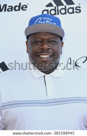 Cedric The Entertainer arrives at the inaugural Stephen Bishop celebrity golf invitational benefiting R.A.K.E. on Feb. 15, 2016 at Calabasas Country Club in Calabasas, CA.