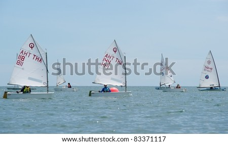 CHA-AM THAILAND - AUGUST 23: A group of unidentified sailors compete during Day 2 of the 2011 Hua Hin Regatta on August 23, 2011 at Dusit Thani Resort & Spa Hua Hin in Cha-Am, Thailand