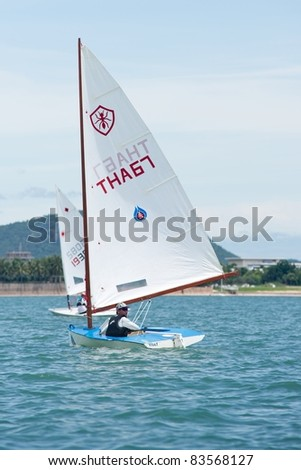 CHA-AM THAILAND - AUGUST 23: An unidentified sailor from Thailand compete during Day 2 of the 2011 Hua Hin Regatta on August 23, 2011 at Dusit Thani Resort & Spa Hua Hin in Cha-Am, Thailand