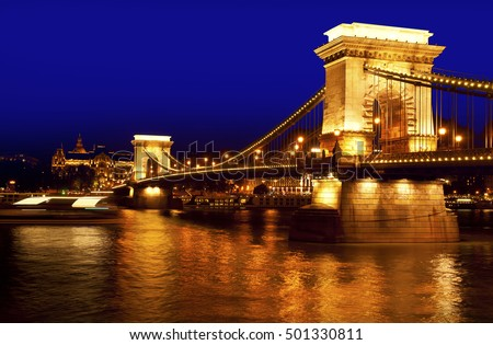 Chain Bridge in Budapest night architecture