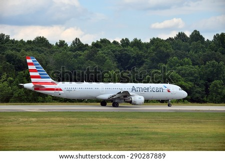 CHARLOTTE - JUNE12: American Airlines Airbus A321 jet departs from Charlotte, NC on June 12, 2015. American has added a number of new 321 jets for coast to coast travel routes - stock photo