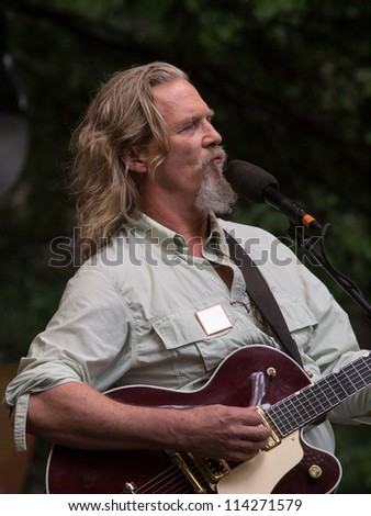 CHARLOTTE, NC - SEPR 3: Jeff Bridges performs at the 2012 Democratic National Convention in Charlotte, NC during an out door event called Caolinafest. - stock photo