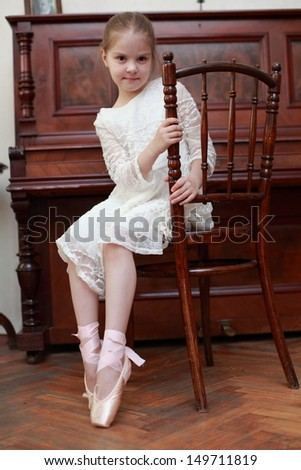 Charming young ballerina in pointe