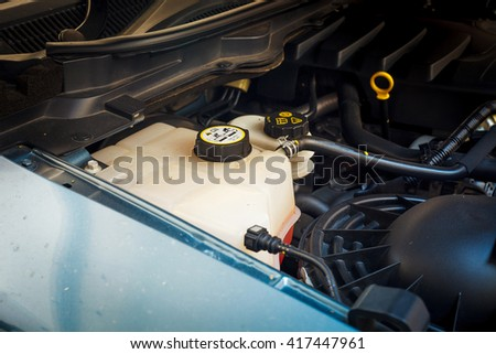 Checking the engine and Auto Repair , coolant tank checking, The check engine Complete engine , The availability of engines Internal engine parts