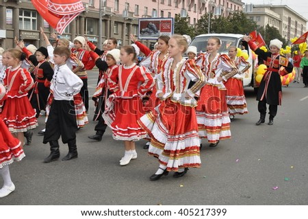 CHELYABINSK,RUSSIA - SEPTEMBER 3,2011: carnival procession of people in honor of the city of Chelyabinsk on the main street of the city