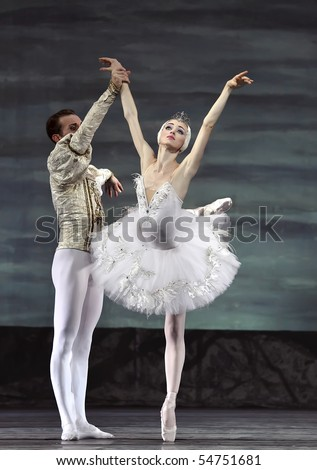 CHENGDU - DECEMBER 24: Russian royal ballet perform Swan Lake ballet at Jinsha theater December 24, 2008 in Chengdu, China.