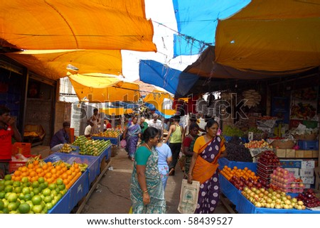 CHENNAI, INDIA - AUG 05 : Shopping hours at Koyambedu market which is Asia's one of largest vegetable markets August 05, 2009 in Chennai, India.