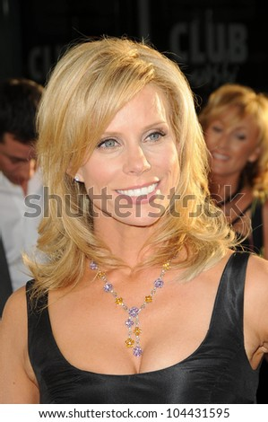 Cheryl Hines  at the Los Angeles Premiere of 'The Ugly Truth'. Cinerama Dome, Hollywood, CA. 07-16-09