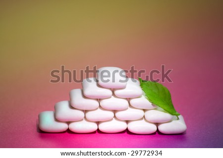 Chewing gum pyramid with leave of peppermint