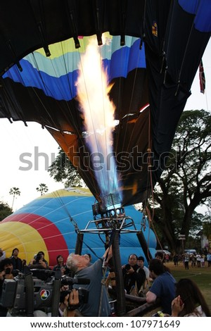 CHIANG MAI, THAILAND - NOV 26: Unidentified pilot burner of Hot air balloon during Thailand balloon festival 2011 on 26 Nov 2011 at Prince Royal college in Chiang mai