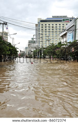CHIANG MAI THAILAND - SEPTEMBER 28 : Flooding in Chiangmai city.Flooding of buildings near the Ping River on September 28,2011 in Chiangmai, Thailand - stock photo