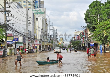CHIANG MAI THAILAND - SEPTEMBER 30 : Flooding the Chiangmai city.Flooding of buildings near the Ping River on September 30,2011 in Chiangmai,Thailand - stock photo