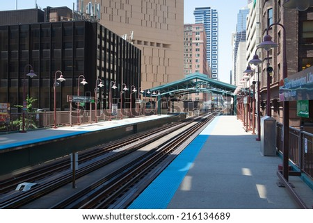 CHICAGO,USA-JULY 11,2013: Famous elevated overhead commuter train in Chicago.