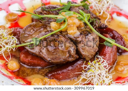 Chicken liver with apples and raisins