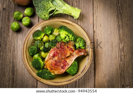 Chicken's thigh in the vegetables