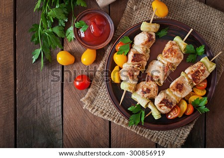 Chicken shish kebab with zucchini. Top view