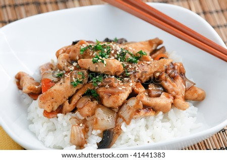 Chicken with black pepper sauce on rice