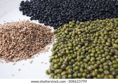 Chickpeas, sesame seeds and black beans