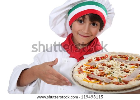 Child cook pizza
