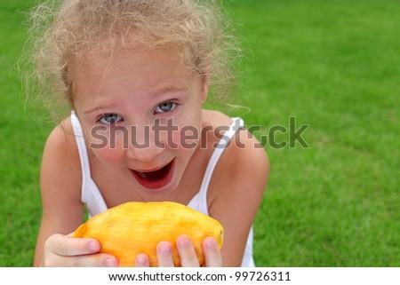 nude girl mango eating