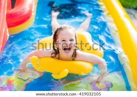 Inflatable water slide fotografie sn mky pro leny zdarma for Baby garden pool